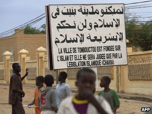 Sign proclaiming Sharia in Timbuktu, 28 January 2013