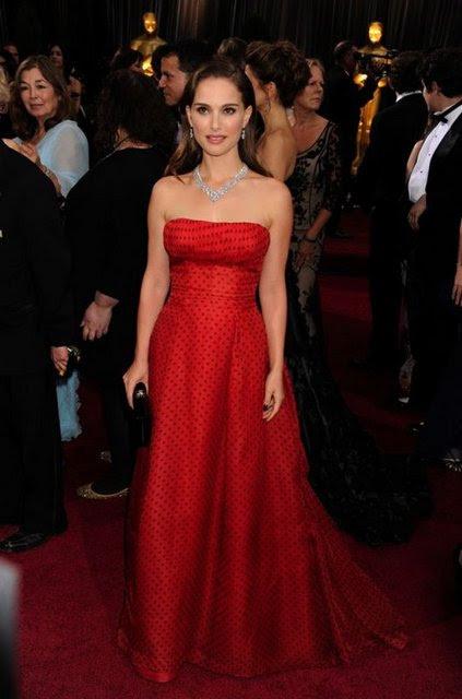 Los Angeles Kodak Tiyatro'da düzenlenen 84. Oscar Ödülleri'ne dünyaca ünlü güzeller göz kamaştırıcı dekolteleriyle damga vurdular.
