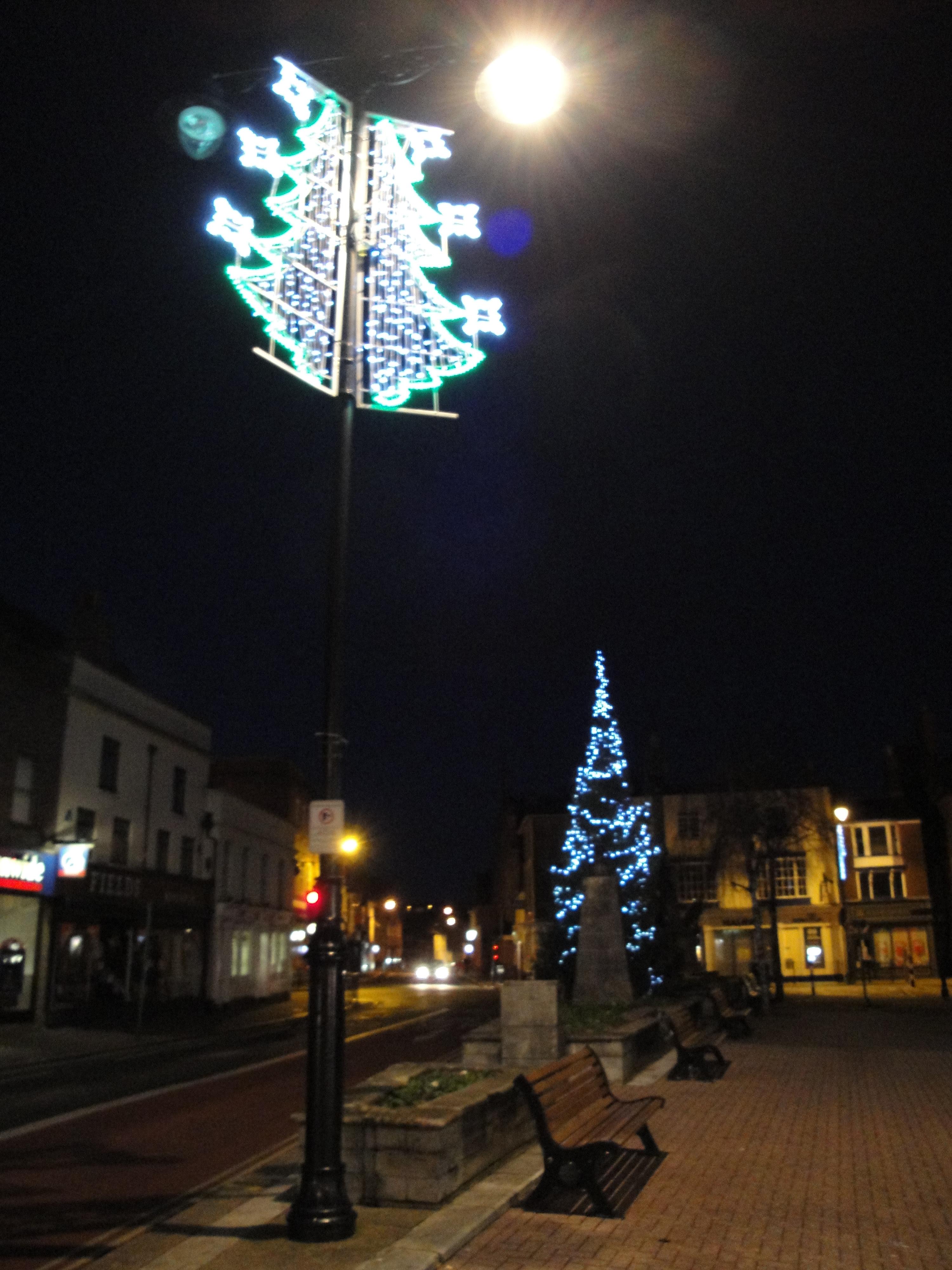 File:Newport St James' Street lamp post Christmas decorations.JPG