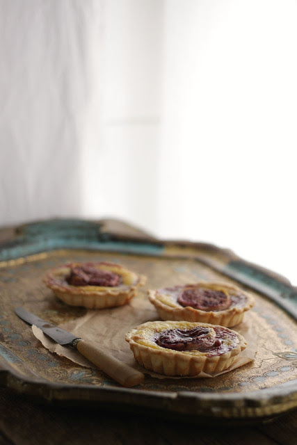 Ricotta (or tofu?), figs and pine nuts tartlets
