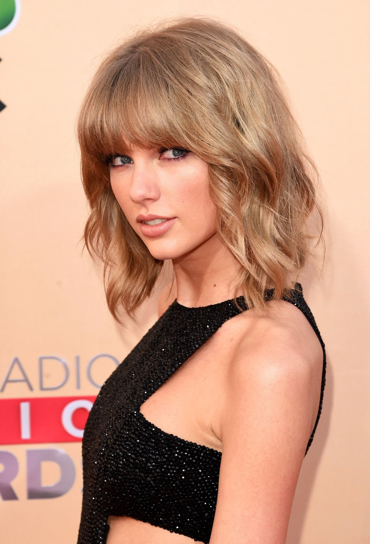 TAYLOR SWIFT at 2015 iHeartRadio Music Awards in Los Angeles