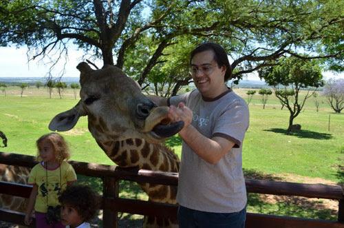 Ricbit na Africa, dando comida pra Girafa, Lions Park, retrospectiva 2011, ila fox