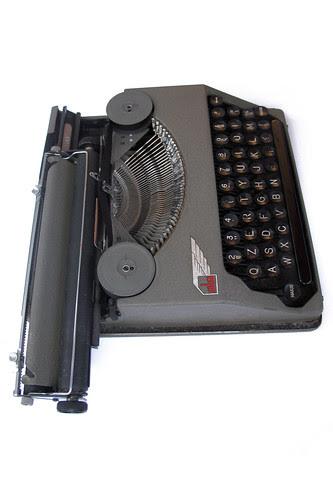 Ala portable typewriter (10)
