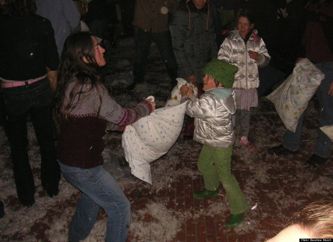 San Francisco Pillow Fight Is The Best Valentine's Day Date/Not ...