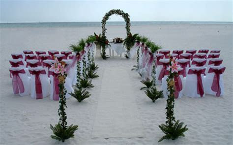 Wedding Inspiration Center: Stunning Beach Wedding