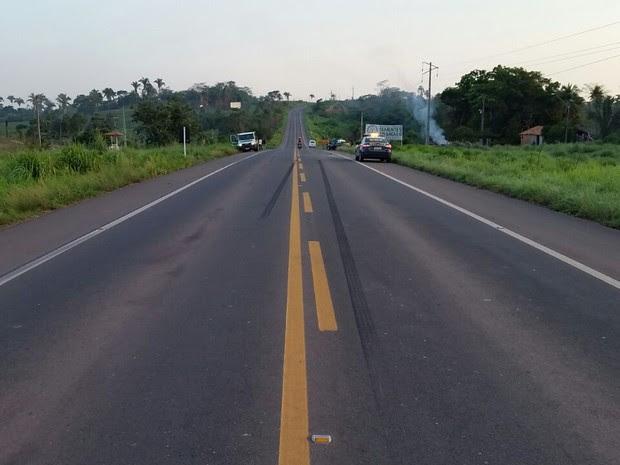 PRF disse que frenagem foi de aproximadamente 40 metros (Foto: Divulgação/PRF)