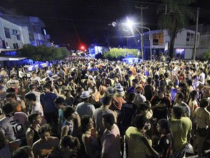 Período carnavalesco leva milhares de pessoas à Caicó (Foto: Canindé Soares)