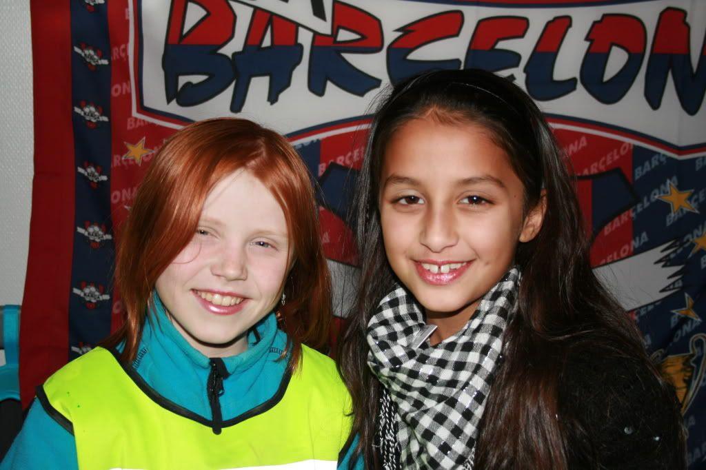 To gode venninner klar for disco-kveld, Synne og Kalyani