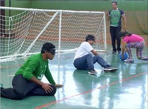 Resultado de imagem para Medalhista paralímpico visita o TO para conhecer projeto de goalball