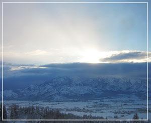 今朝の、宿の窓からの風景。おおー絶景ー。