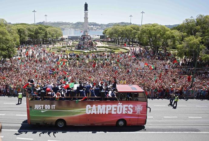 ônibus de Portugal em Lisboa (Foto:  REUTERS/Pedro Nunes)