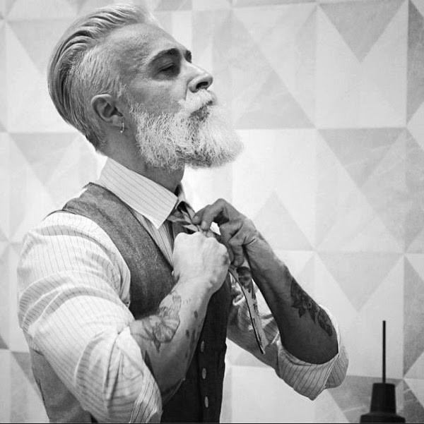 Eleganten Slicked Zurück Frisur Für ältere Herren Kunstopde