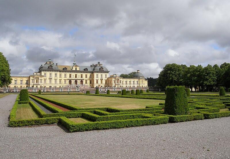 File:DrottningholmPalaceGardenSide01.jpg