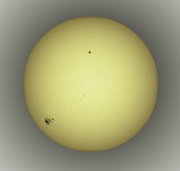 Visible light image of the Sun captured on Oct. 19, 2014. © Alan Friedman. All rights reserved.