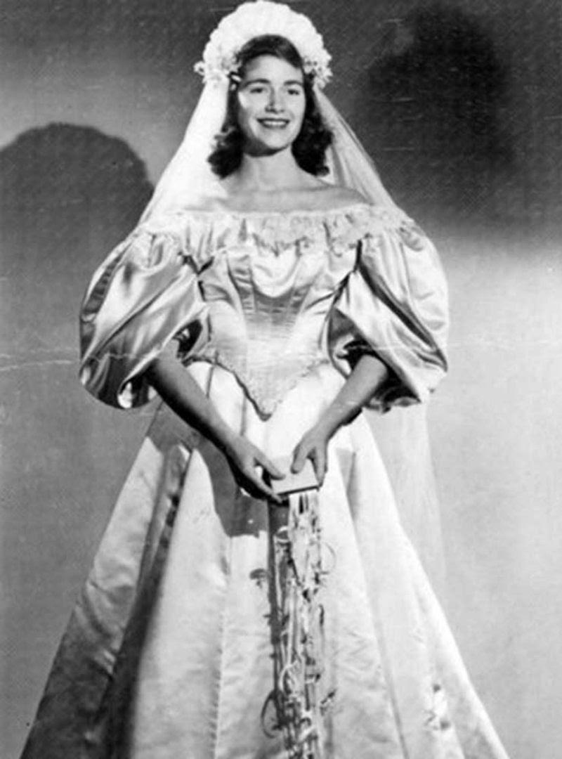 Todo mundo viu este vestido de noiva de 120 anos de antiguidade, exceto uma pessoa 03