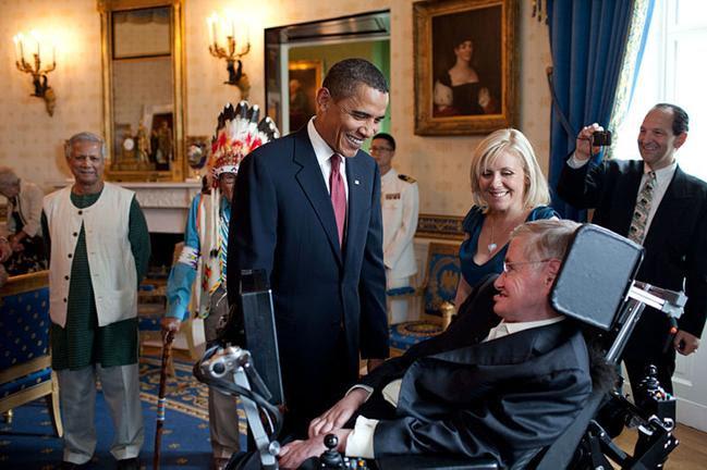 File: Barack Obama fala com Stephen Hawking.jpg