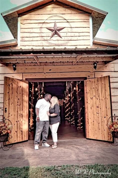 www.thewillowcreekranchtx.com rustic barn wedding venue