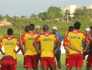 Roberto Fernandes, técnico do América-RN - jogadores do América-RN (Foto: Canindé Pereira/Divulgação)