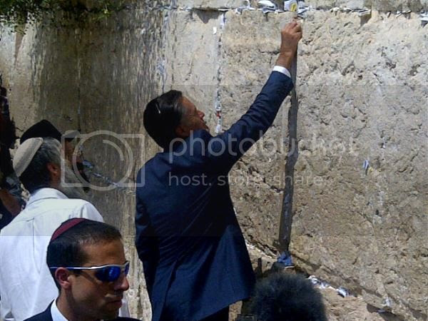 Romney at Western Wall