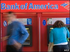 People at Bank of America cash machines