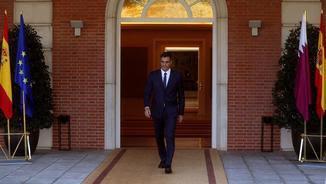 Pedro Sánchez, a l'entrada de La Moncloa, aquest dijous (EFE)