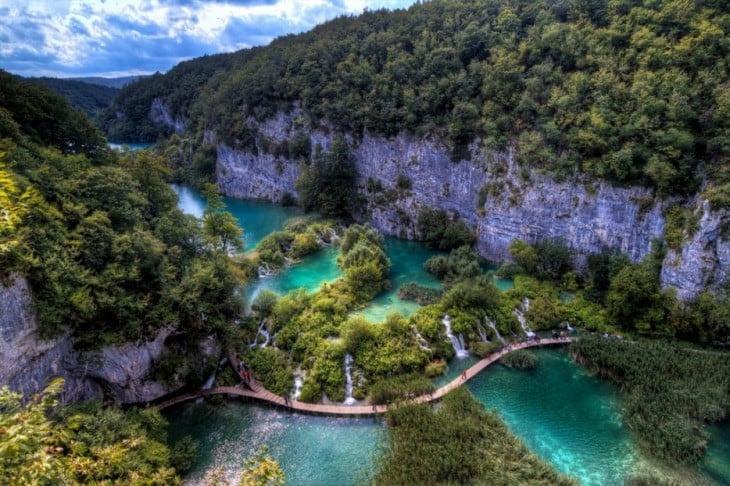 lago plitvice con cataratas