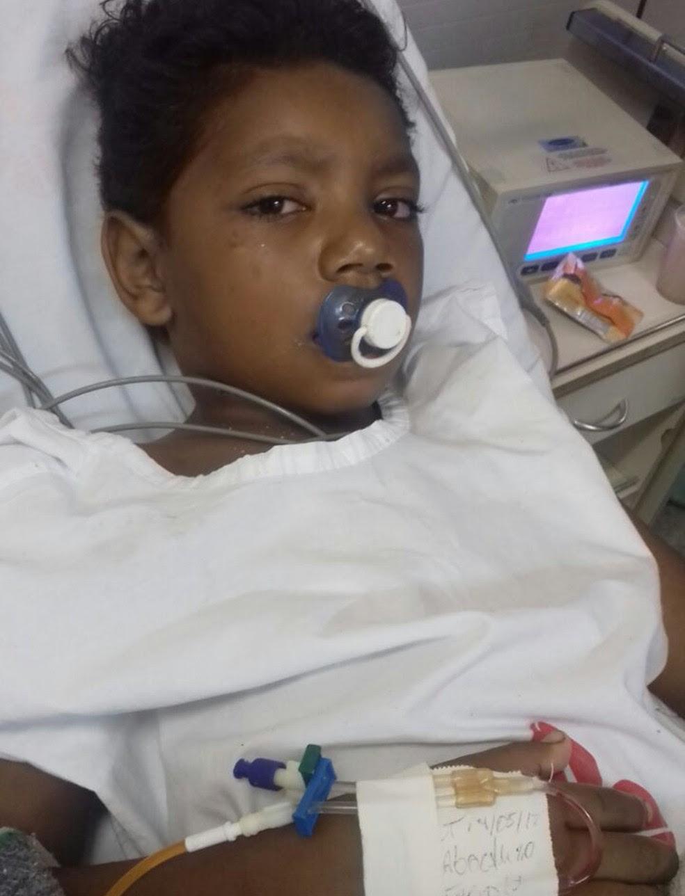 Luiz Carlos Martins dos Santos, de 8 anos, teve o pescoço cortado por linha de pipa (Foto: Arquivo Pessoal/ Aline Martins Garrido)