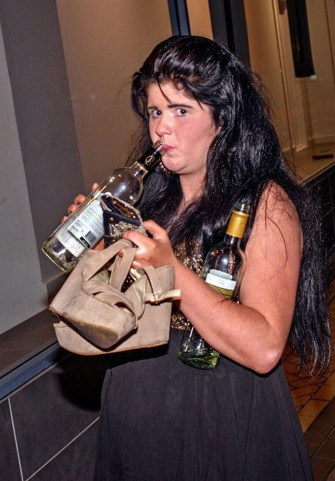 Некоторые напиваются в одиночестве  девичник, прикол, юмор