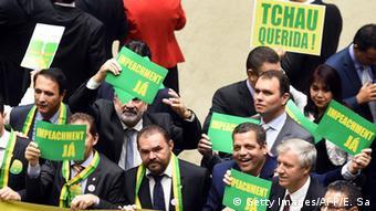 Primeiro dia de debates na Câmara: oposição já teria votos necessários para fazer processo avançar