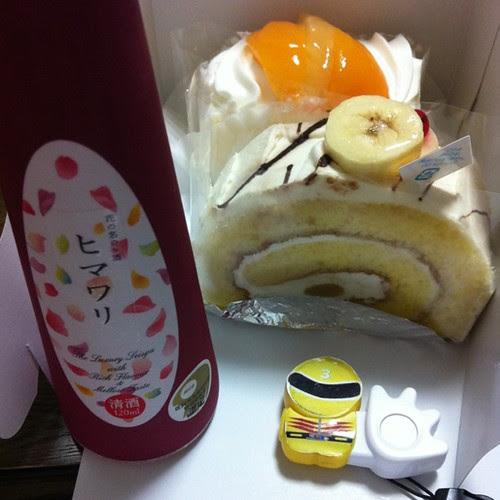 シースケーキとバナナロール、花の名のお酒のヒマワリ。