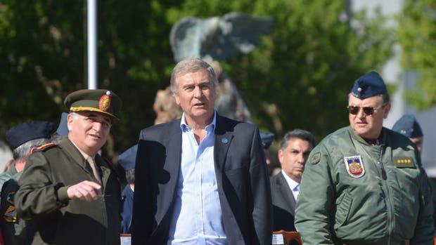 El ministro Oscar Aguad trabaja en un plan de reestructuración de las fuerzas
