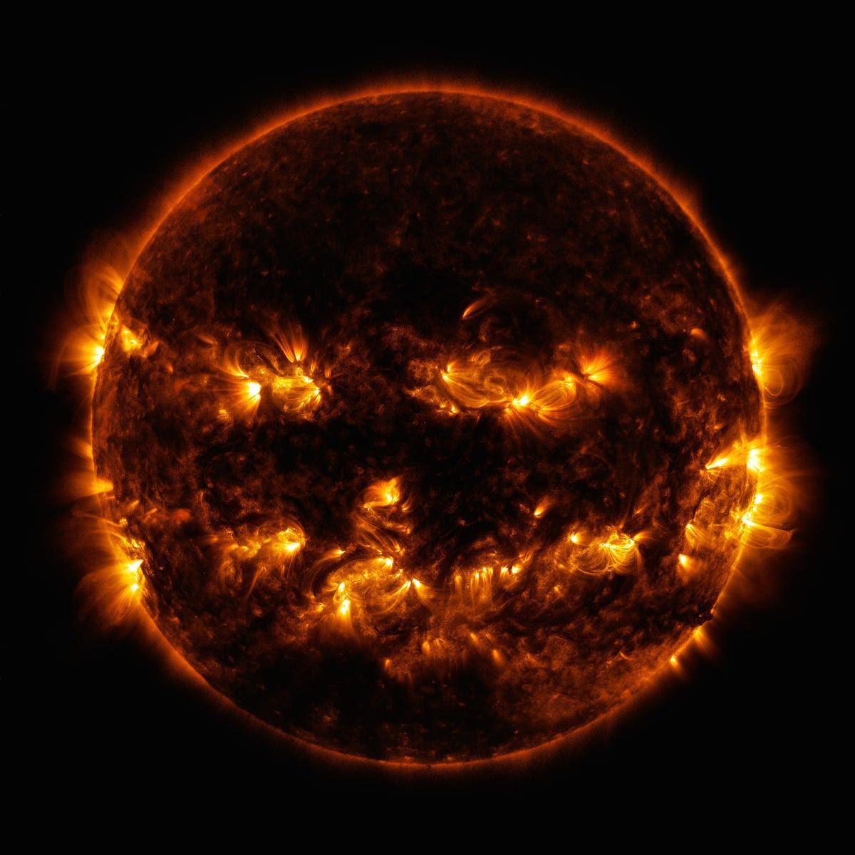 Calabaza coronal del sol bucles de la NASA SDO