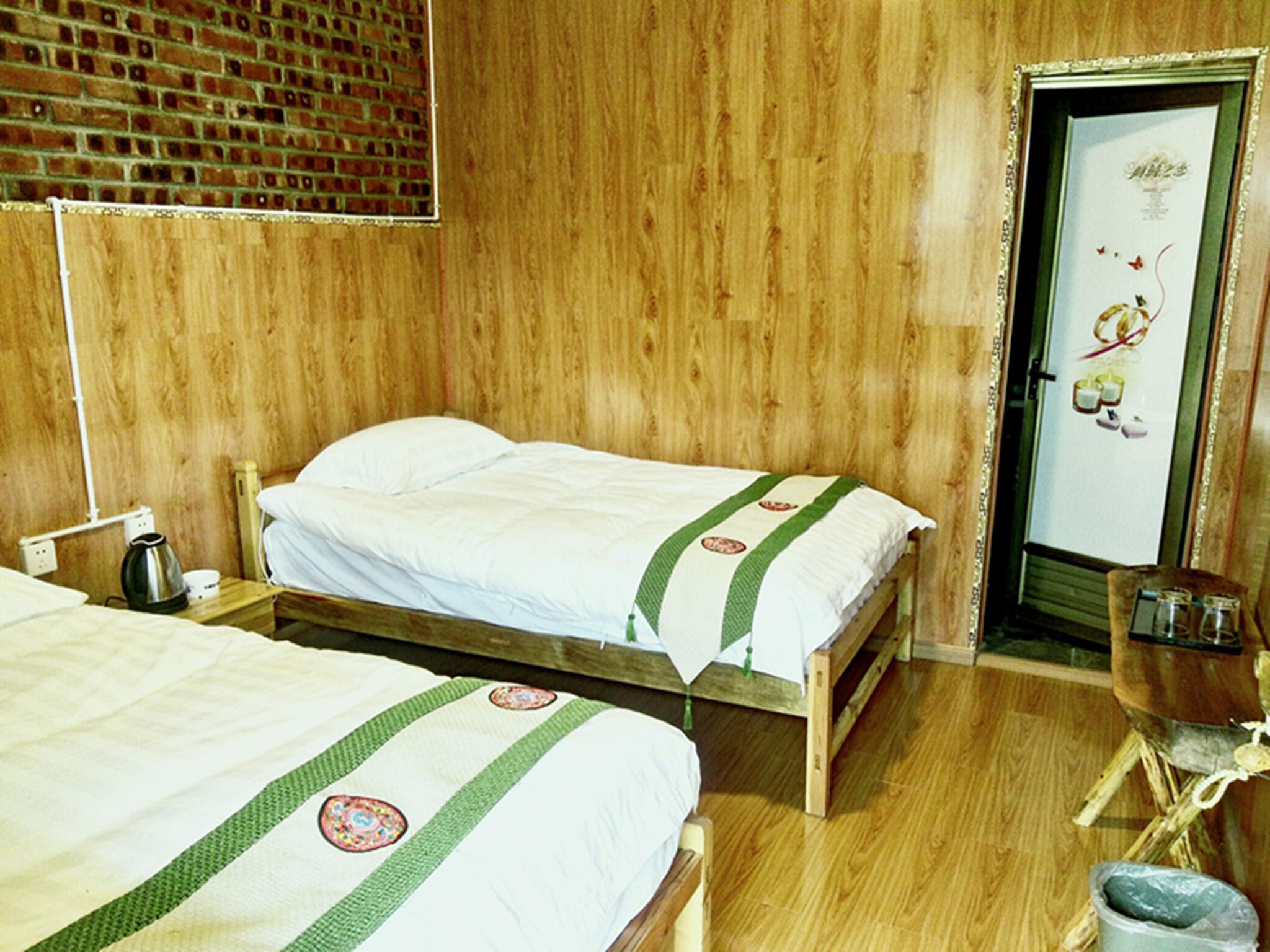 hotel near Deqen Walnut-Garden Youth Hostel