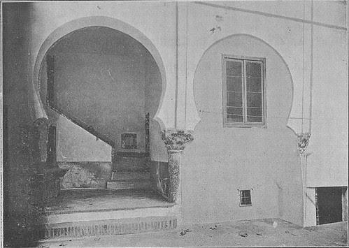 Patio de la Iglesia de El Salvador en 1905