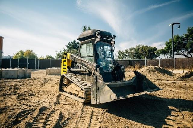 Built Robotics' massive construction excavator drives itself