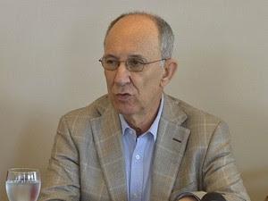 Presidente nacional do PT, Rui Falcão, em entrevista coletiva em Fortaleza (Foto: TV Verdes Mares/Reprodução)
