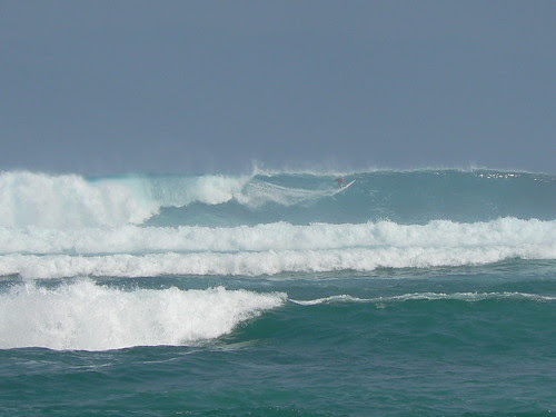 waves of Lakey beach sumbawa