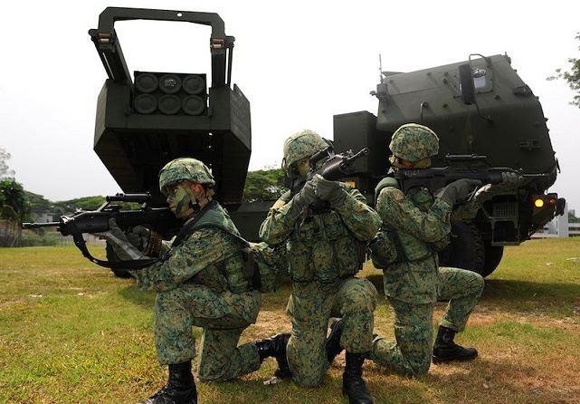 La Agencia de Cooperación de Seguridad de Defensa de Estados Unidos notificó al Congreso octubre 25 de una posible venta militar a Singapur para varios sistemas guiados lanzamiento del cohete (GMLRS) y equipos asociados, repuestos, capacitación y apoyo logístico a un costo estimado de $ 96 millones.