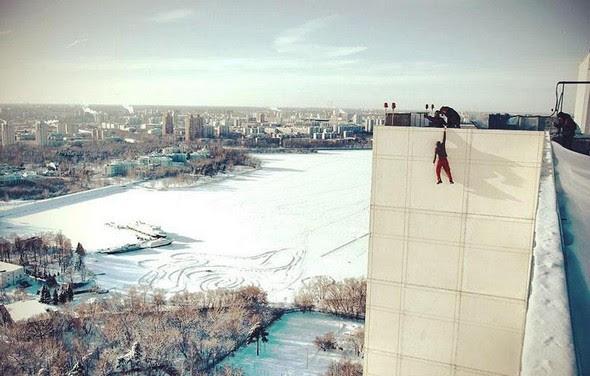 dizzying photos of ukrainian daredevil hanging from tall buildings 04 in Dizzying Photos of Ukrainian Daredevil Hanging from Tall Buildings