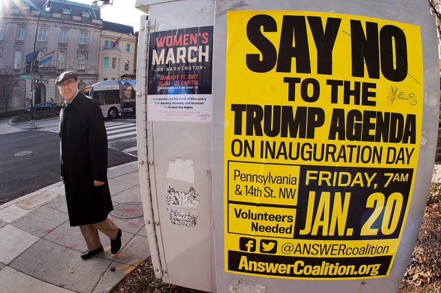 Une affiche appelle les contestataires à manifester lors... (PHOTO PAUL J. RICHARDS, ARCHIVES AFP)
