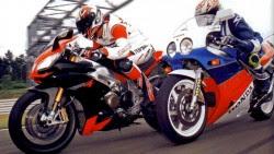 Honda RC30 vs Aprilia RSV4