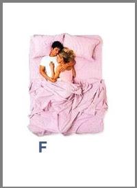 src=/files/Image/SxeseisKaiSex/2014/LOVEQUIZ/couples_sleeping_positions_6.jpg