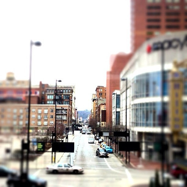 how awesome is Race St now without that skywalk? gdamn awesome! #downtowncincy #cincinnati #ohio