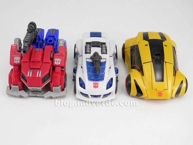 Transformers Jazz Deluxe - Generations FoC - modo alterno vs Optimus vs Bumblebee