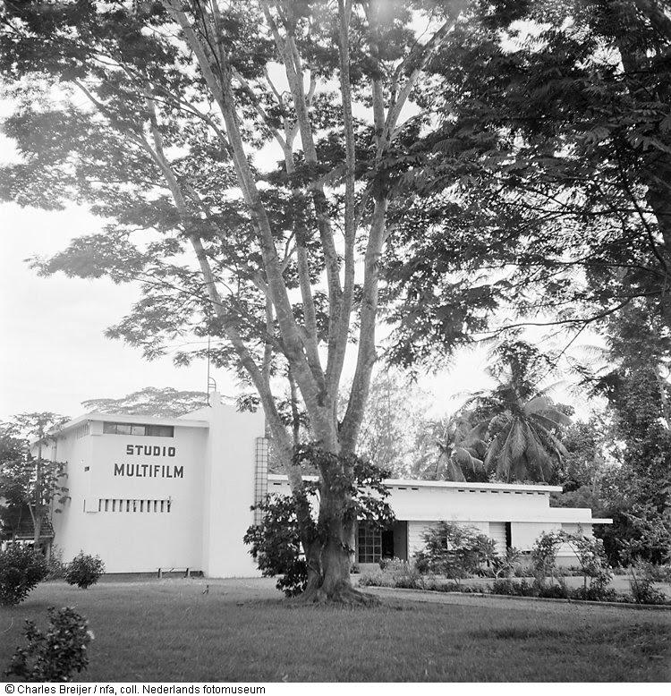 Studio-gebouwencomplex van het Regerings Filmbedrijf in de voormalige wijk Mr. Cornelis te Jakarta, Indonesië (1947)