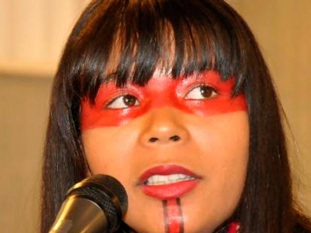 A índia Juvana Xacriabá participou de reunião com deputados em Belo Horizonte (Foto: Guilherme Bergamini/ ALMG)