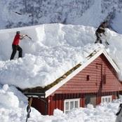 Store mengder med snø må vekk (Foto: Christian Wiik Gjerde/NRK)