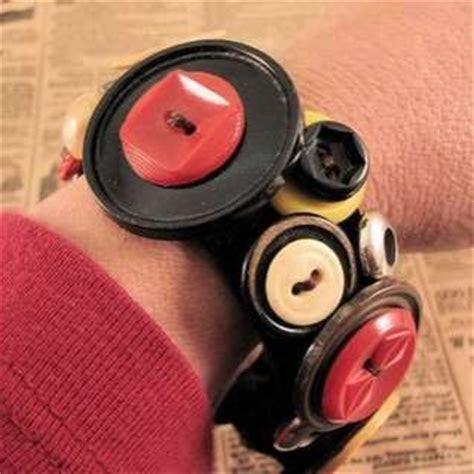 DIY Button Fashion Projects ? Vintage Button Accessories