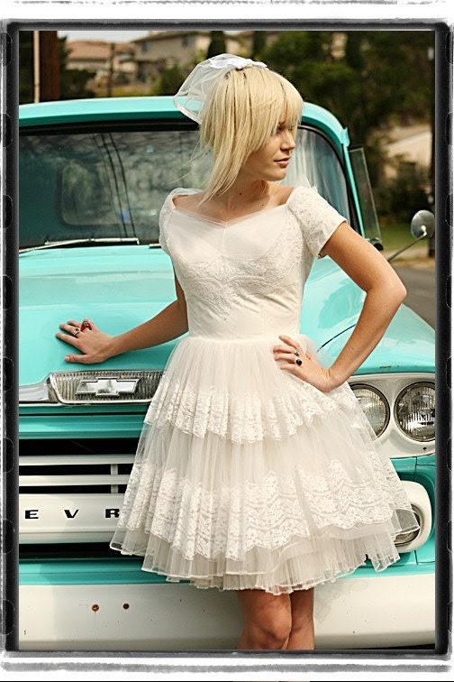 Vintage  White WEDDING DRESS  Short 1950s LACE  Tulle  Retro  DIY