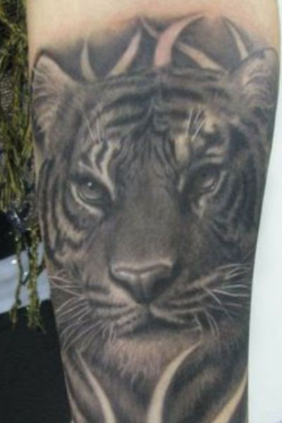Black And White Tiger Tattoo On Arm Tattoomagz